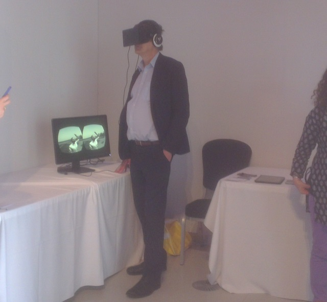 Alan Rusbridger on the Oculus Rift | Photo: Charlotte Reid